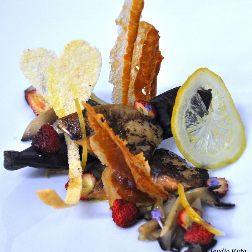 Scaloppa di foie gras  marinata al SOLERAS, pancetta di maialino nero siciliano e limoni di Interdonato canditi